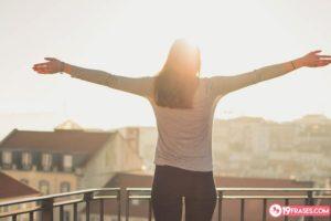 19 Frases de solteras para compartir en las Redes Sociales