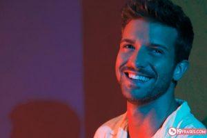 19 Frases de Pablo Alborán, un joven cantautor con gran talento